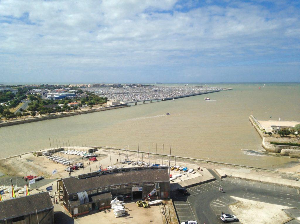 Vue Tour de la Lanterne sur le port de La Rochelle blog voyage les p'tits touristes