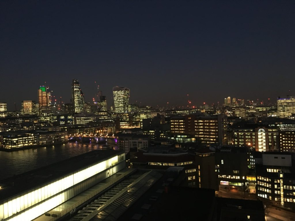 Rooftop Tate Modern London by night Londres blog voyage les p'tits touristes