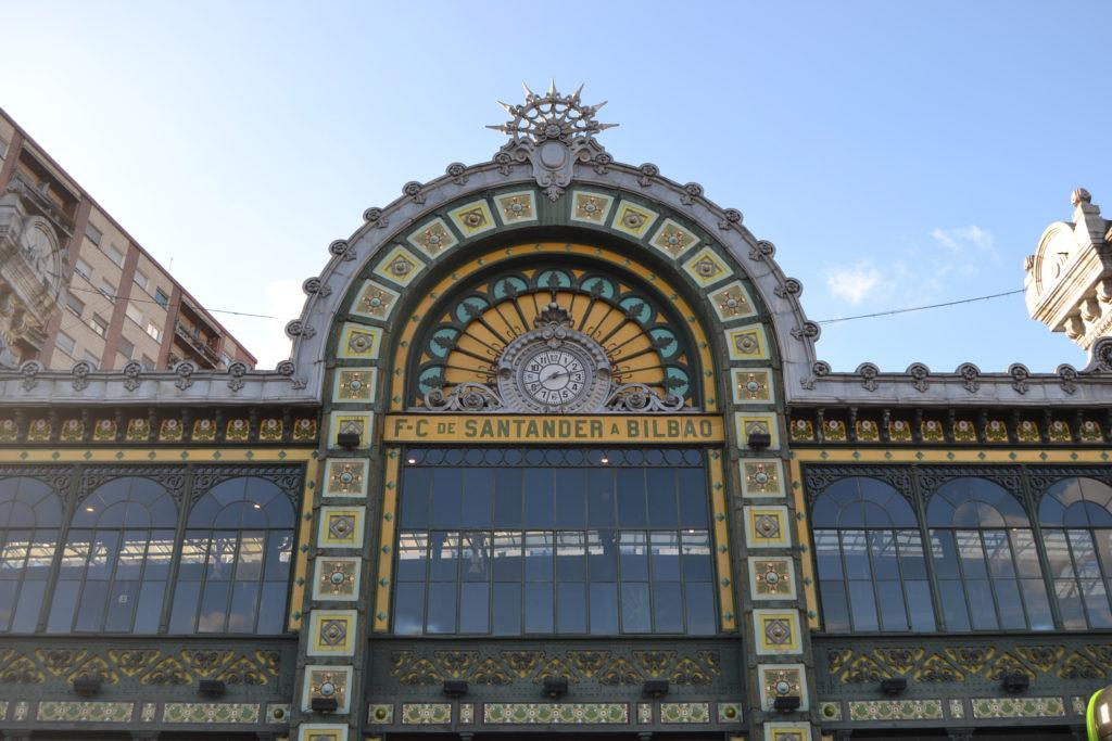 Quoi faire à Bilbao en 3 jours - Gare Abando Casco Viejo Biscaye lieux instagram quoi voir à Bilbao quoi faire à Bilbao quoi faire 3 jours à Bilbao blog voyage les p'tits touristes