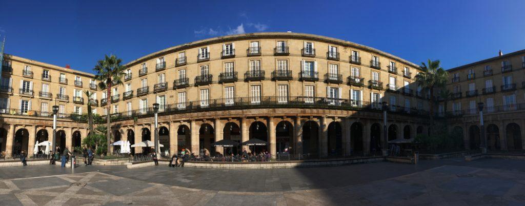 Quoi faire à Bilbao en 3 jours - Plaza Nueva Bilbao Casco Viejo Biscaye lieux instagram quoi voir à Bilbao quoi faire à Bilbao 3 jours à Bilbao blog voyage les p'tits touristes