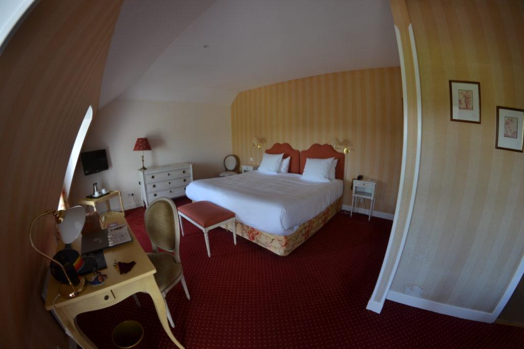 chateau-des-vigiers-dordogne-nuit-insolite-weekendesk-les-ptits-touristes-blog-voyage-chambre
