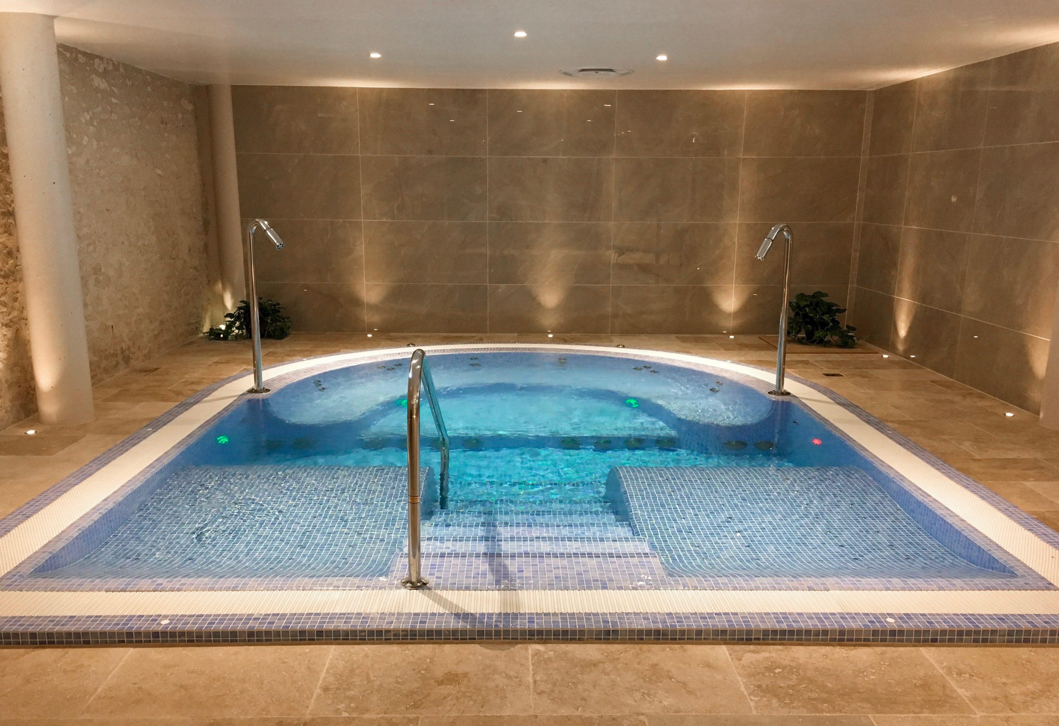 chateau-des-vigiers-dordogne-nuit-insolite-weekendesk-les-ptits-touristes-blog-voyage-spa-piscine