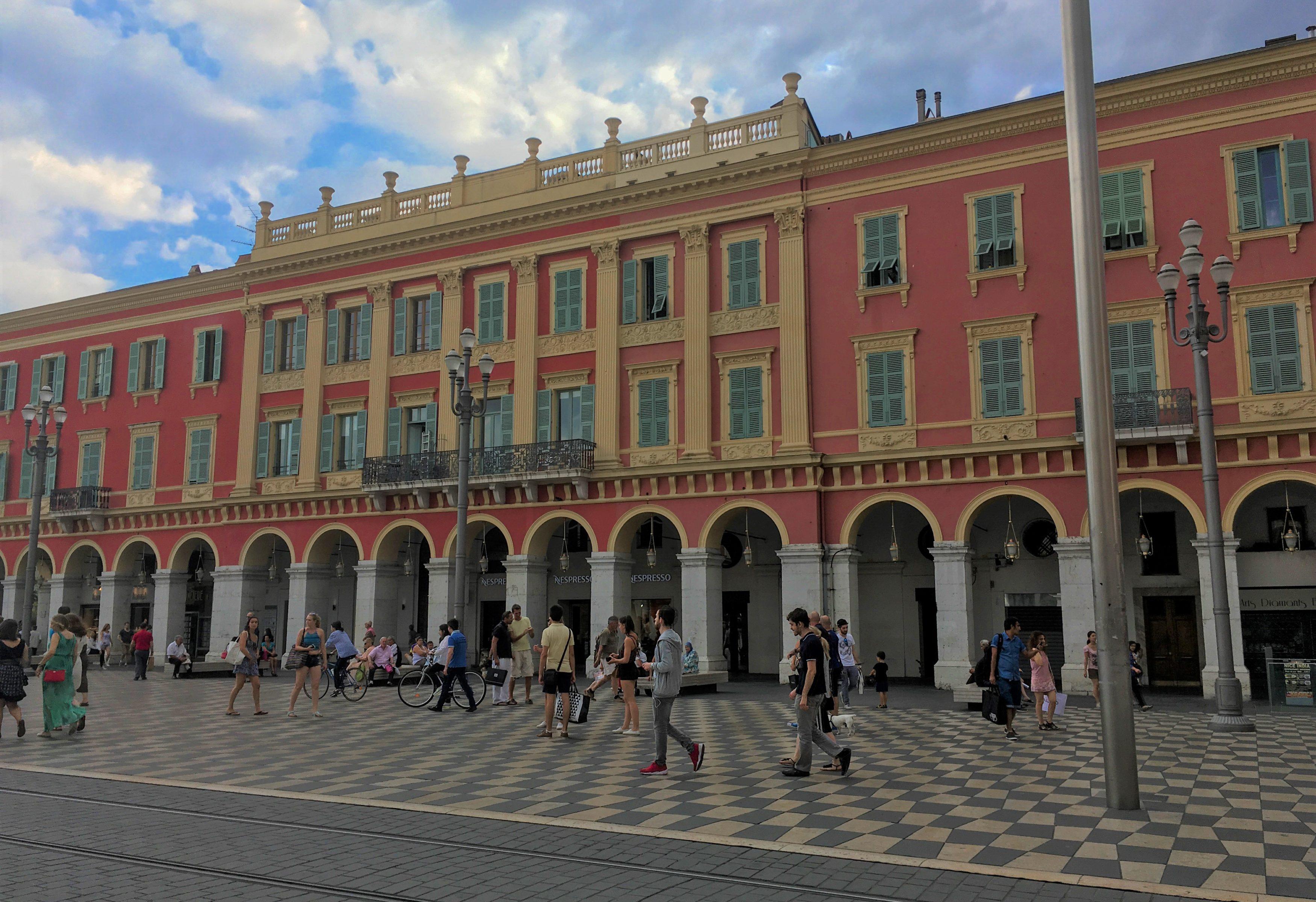 place-massena-une-semaine-a-nice-blog-voyage-les-ptits-touristes-2