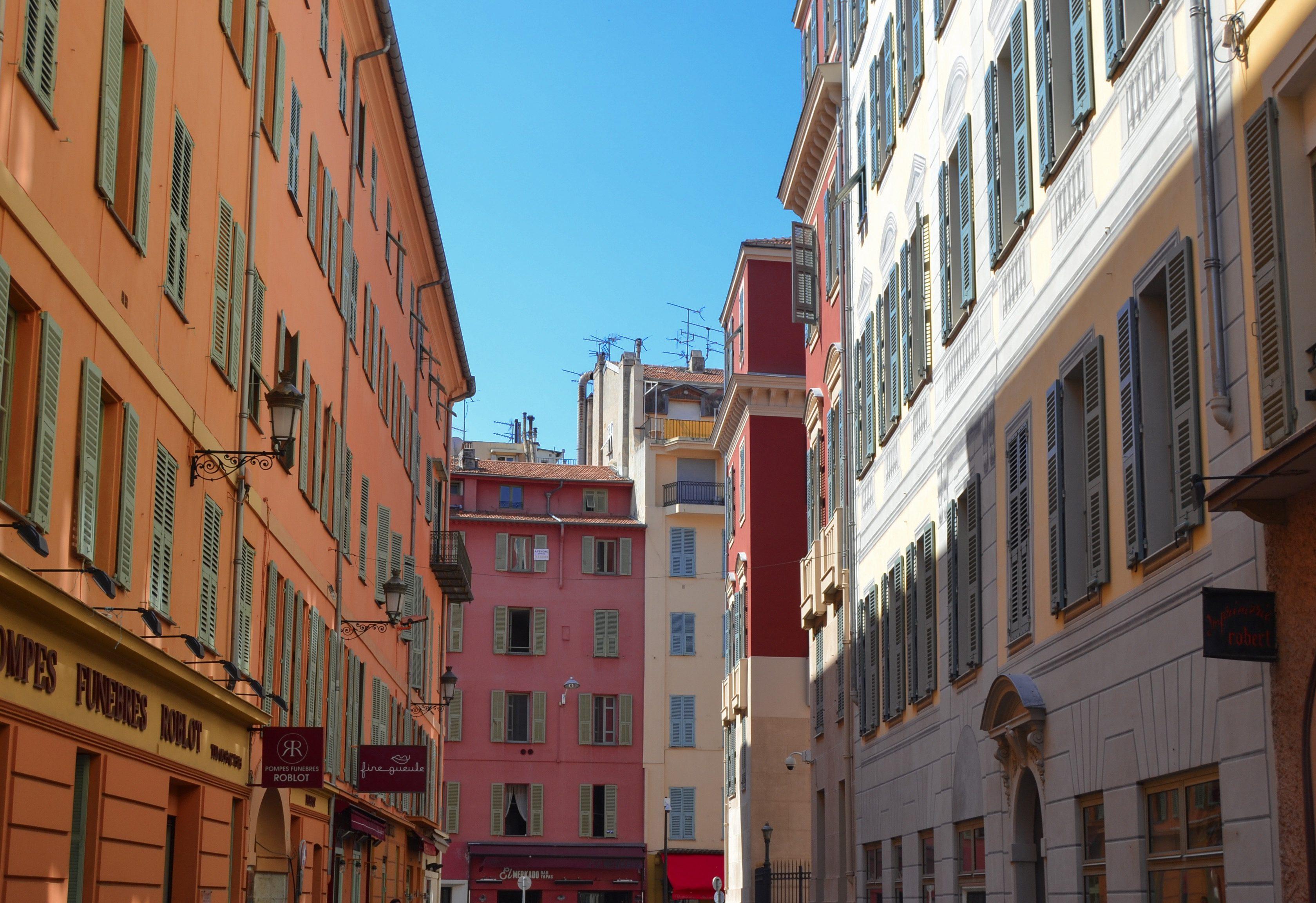 vieux-nice-rue-une-semaine-a-nice-blog-voyage-les-ptits-touristes