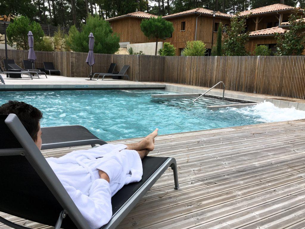 domaine-du-ferret-balneo-spa-week-end-detente-au-domaine-du-ferret-jaccuzzi-repos-piscine-lodge-domaine-du-ferret-claouey-piscine-exterieure-les-ptits-touristes-les-petits-touristes-blog-voyage