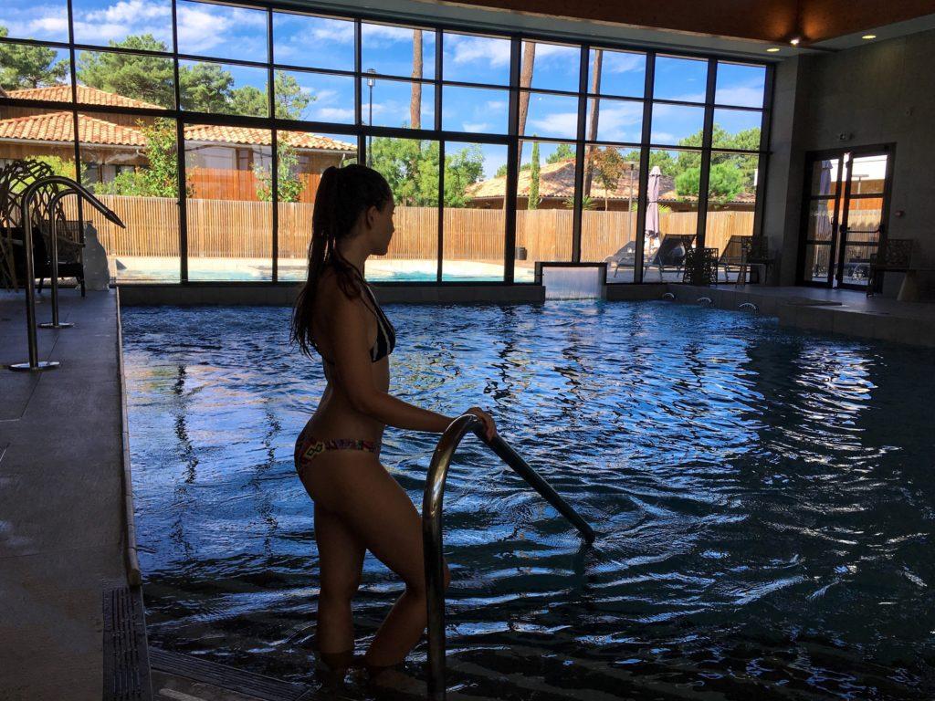 domaine-du-ferret-balneo-spa-week-end-detente-au-domaine-du-ferret-piscine-interieure-hammam-piscine-lodge-domaine-du-ferret-claouey-piscine-exterieure-les-ptits-touristes-blog-voyage (2)