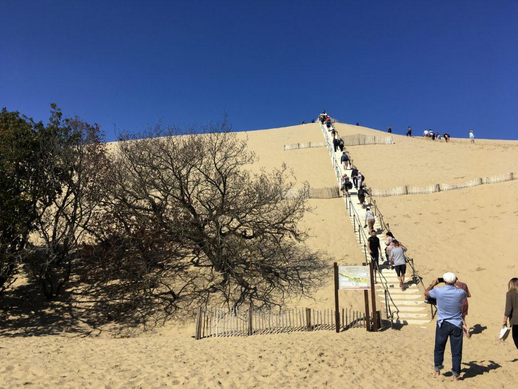 une-escapade-a-la-dune-du-pilat-bassin-arcachon-dune-du-pilat-dune-du-pyla-escaliers-sable-les-ptits-touristes-blog-voyage